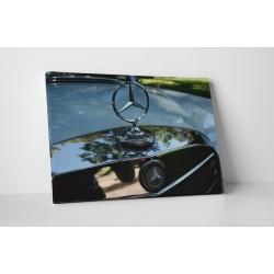 Elegáns Mercedes autó