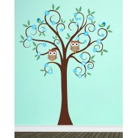 Színes fa baglyokkal