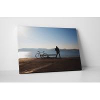 Biciklivel a vízparton